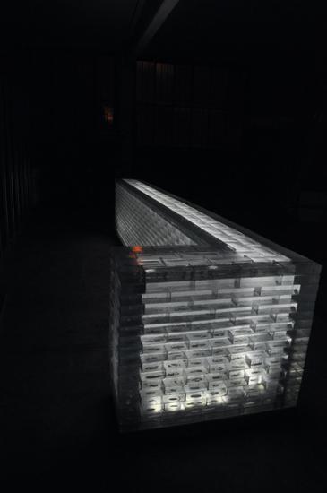 Lato banco bar realizzati in mattoncini di vetro- abitazione privata Ginevra