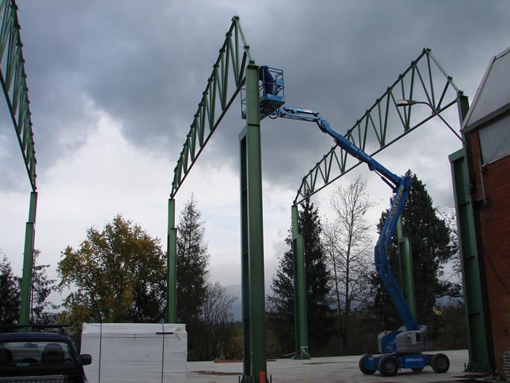 Fissaggio reticolo-colonna di struttura adibita a capannone.