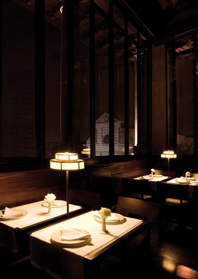 Hotel di prestigio del panorama italiano ci affidano la risoluzione delle loro necessità costruttive. Hotel Santa Maria Novella - Firenze [vetrata panoramica in ferro bronzato e vetro]